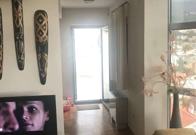 Veliki dvosoban stan s pogledom na more u Budvi