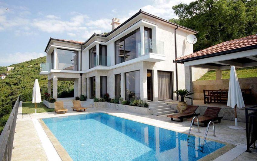 Luksuzna vila s bazenom u selu Dobra Voda