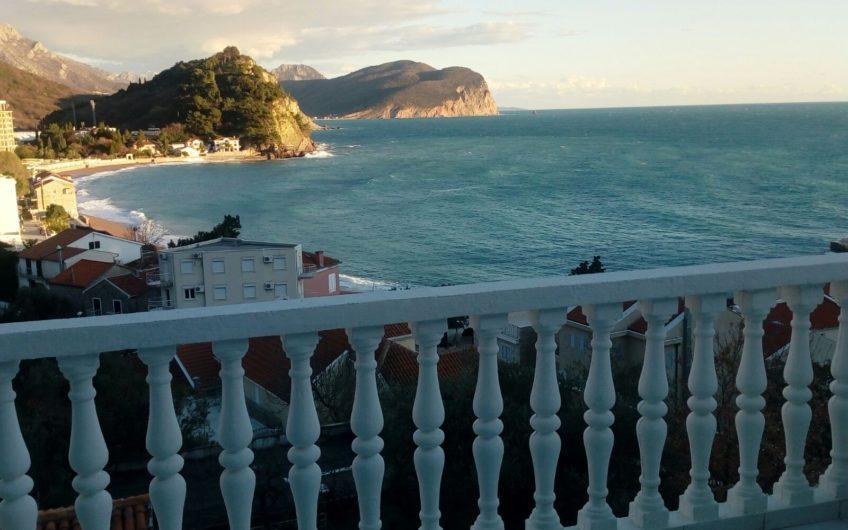 Stan sa pogledom na more u Petrovcu, Crna Gora