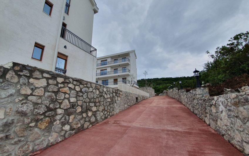 Jednosoban stan u novom kompleksu s bazenom u Đuraševićima, Luštica. Elitni apartman blizu mora!