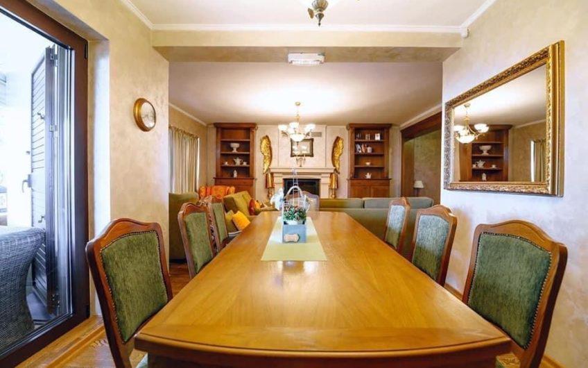 Luksuzna vila u Budvi. Hitna prodaja!