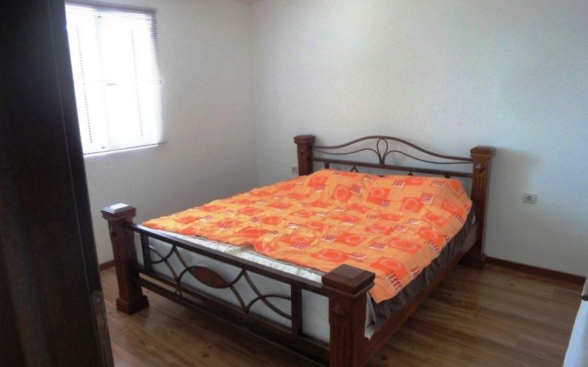 Kuća na 3 sprata na Budvanskoj rivijeri po povoljnoj cijeni!