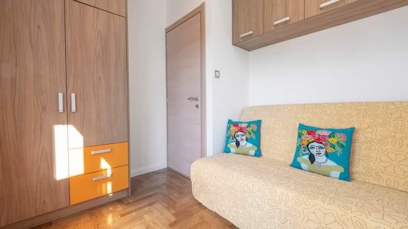 Stan sa 3 spavaće sobe u strogom centru Budve