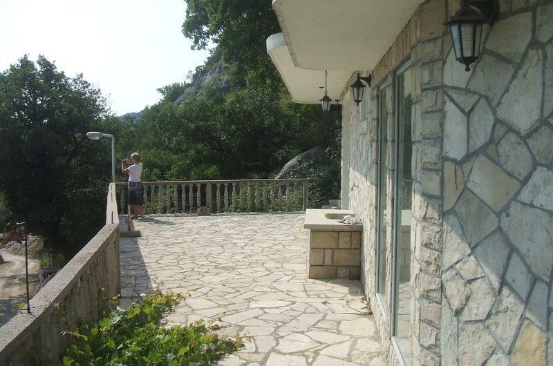 Legalizirana kuća na Budvanskoj rivijeri. Pogled na more!