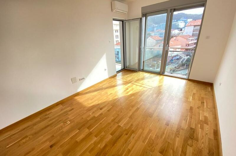 Stan u novoj zgradi u Bečićima, 250 metara od mora