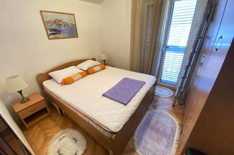 Stan sa 2 spavaće sobe u Babinom Dolu, Budva. Jeftino!