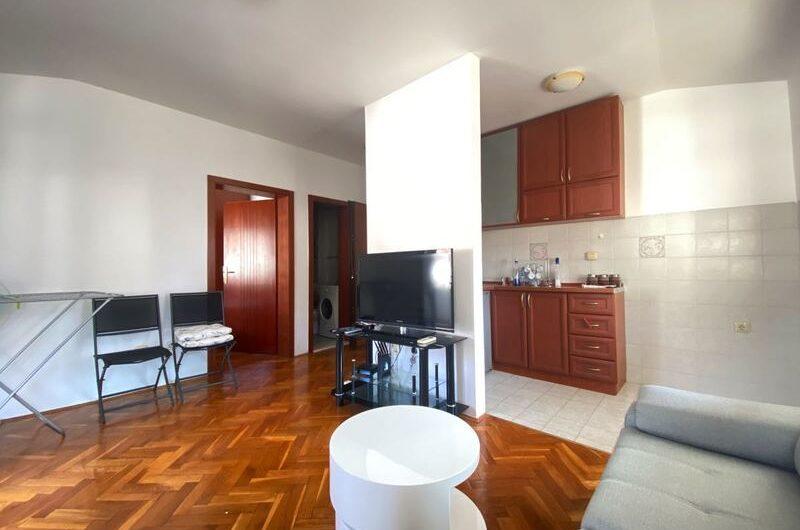 Jednosoban stan od 67 m2 u blizini restorana Tabu, Budva.