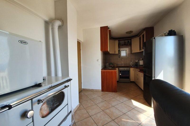 Kuća od 250 m2 s pogledom na more u Krimovicama. Vruća cijena – 175.000 eura!